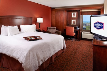 Guestroom at Hampton Inn Cleveland Downtown in Cleveland