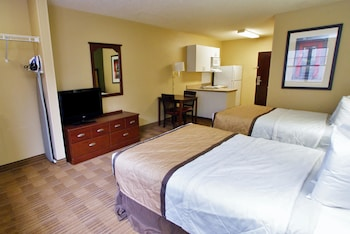 Guestroom at Extended Stay America Philadelphia - Airport - Tinicum Blvd in Philadelphia
