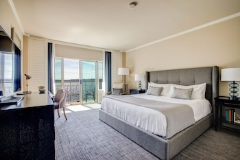 Room, 1 King Bed, Balcony (Lakefront)