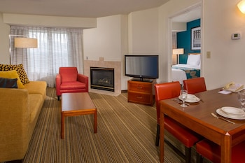Guestroom at Residence Inn By Marriott Columbia in Ellicott City