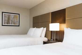 Deluxe Room, 2 Queen Beds, Accessible, Bathtub (Mobility & Hearing)