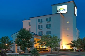 Hotel - Days Inn by Wyndham Pittsburgh Airport