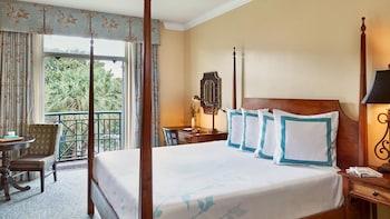 Guestroom at HarbourView Inn in Charleston