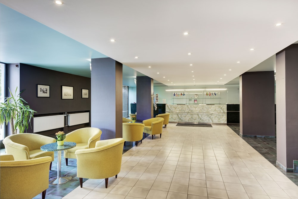 https://i.travelapi.com/hotels/1000000/110000/107600/107546/bef1652b_z.jpg