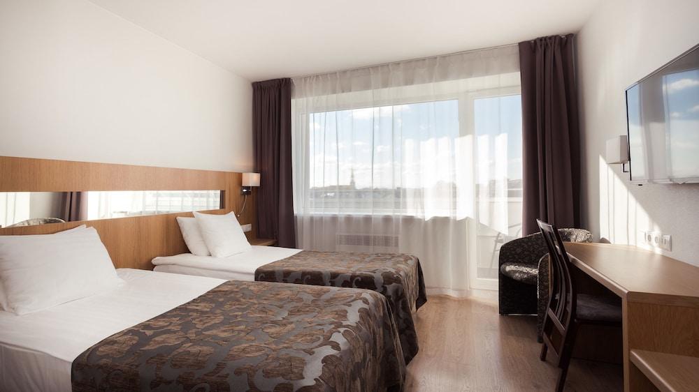 https://i.travelapi.com/hotels/1000000/110000/107600/107546/d2d5372c_z.jpg