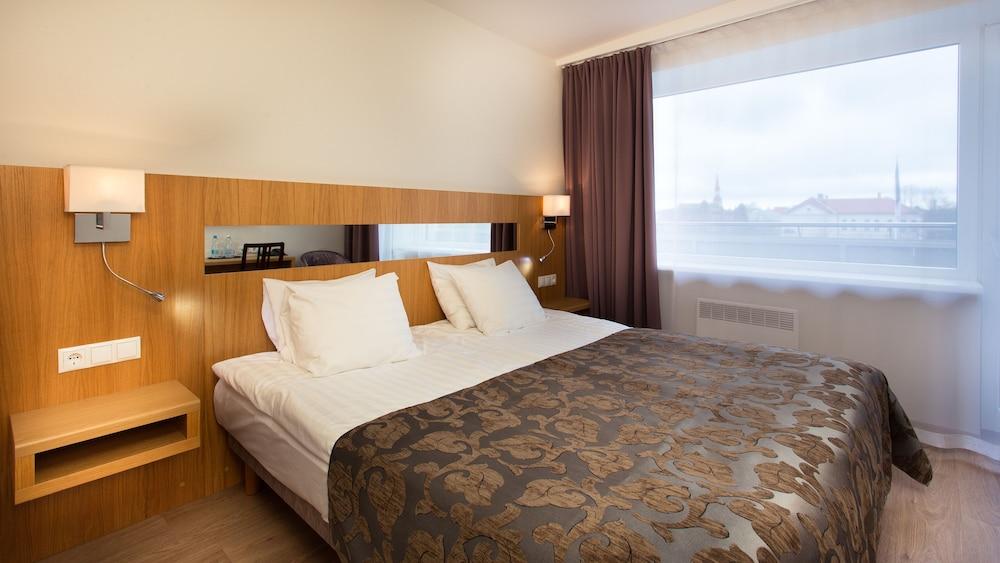 https://i.travelapi.com/hotels/1000000/110000/107600/107546/d8571d79_z.jpg