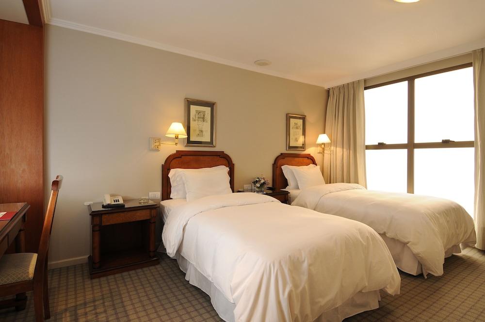 https://i.travelapi.com/hotels/1000000/110000/109200/109168/13bac9f5_z.jpg