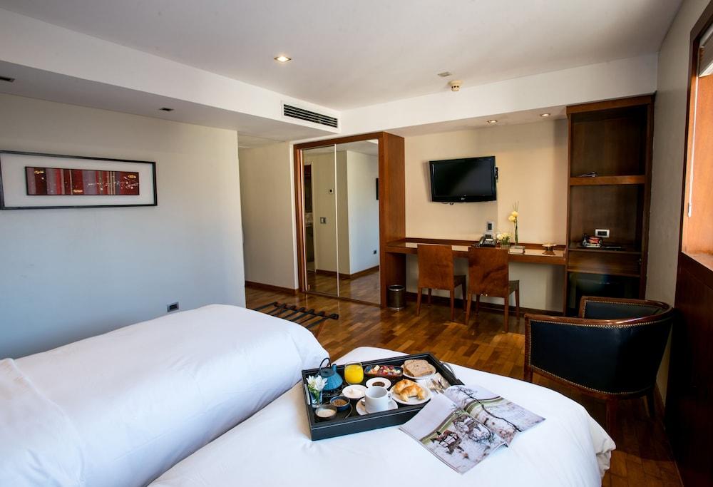 https://i.travelapi.com/hotels/1000000/110000/109200/109168/1d07d7c9_z.jpg