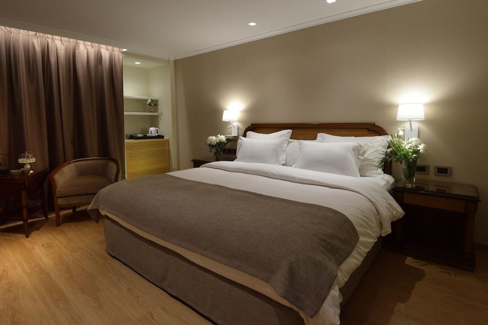 https://i.travelapi.com/hotels/1000000/110000/109200/109168/4beb0410_z.jpg