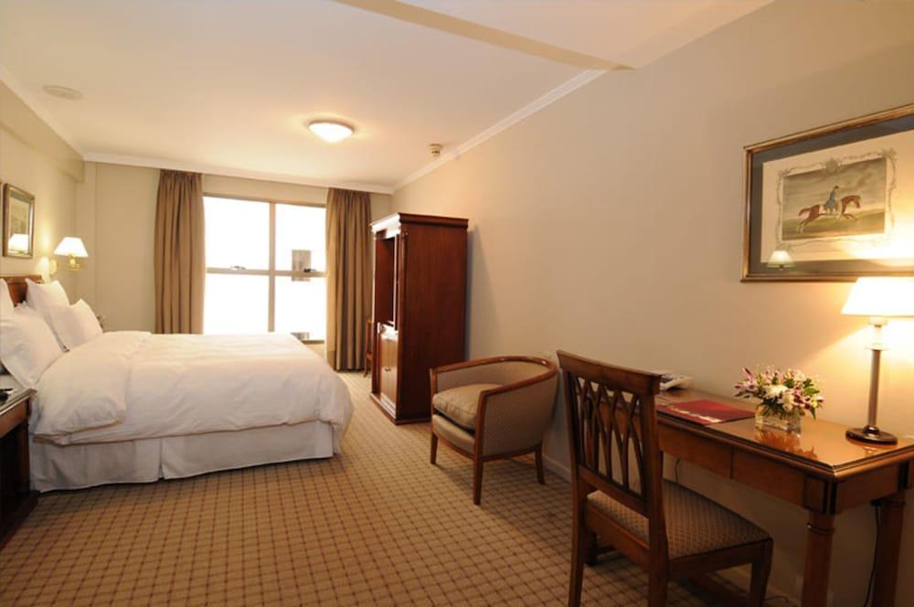 https://i.travelapi.com/hotels/1000000/110000/109200/109168/9c775c1c_z.jpg