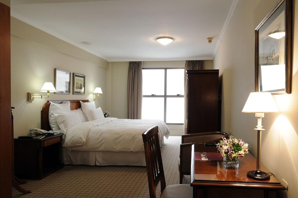https://i.travelapi.com/hotels/1000000/110000/109200/109168/ae9b5604_z.jpg