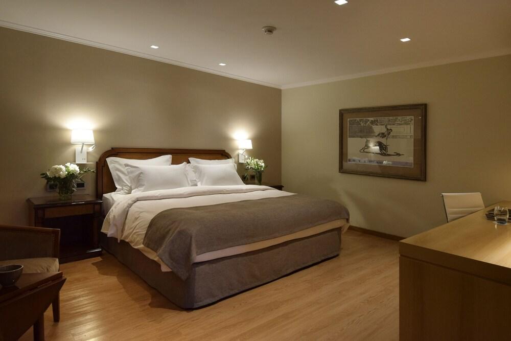 https://i.travelapi.com/hotels/1000000/110000/109200/109168/b7a36b56_z.jpg