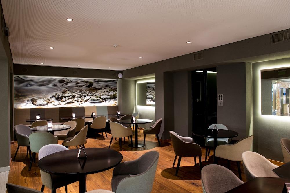 https://i.travelapi.com/hotels/1000000/110000/109200/109168/bffc1435_z.jpg