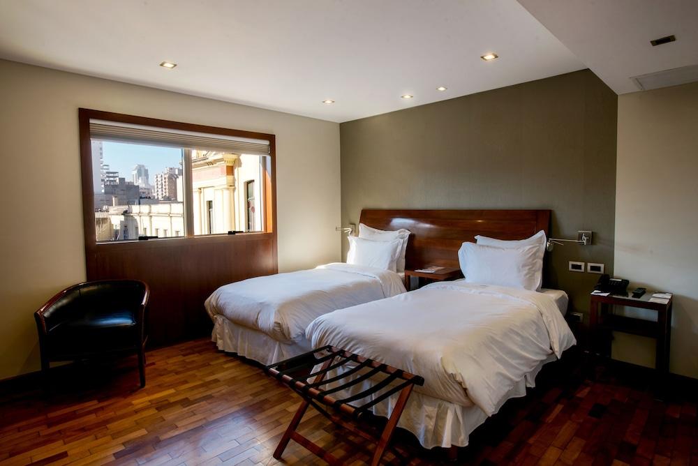 https://i.travelapi.com/hotels/1000000/110000/109200/109168/f0c68d5a_z.jpg