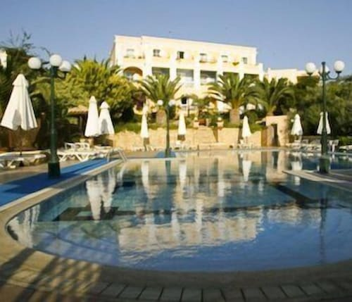 . Crithoni's Paradise Hotel