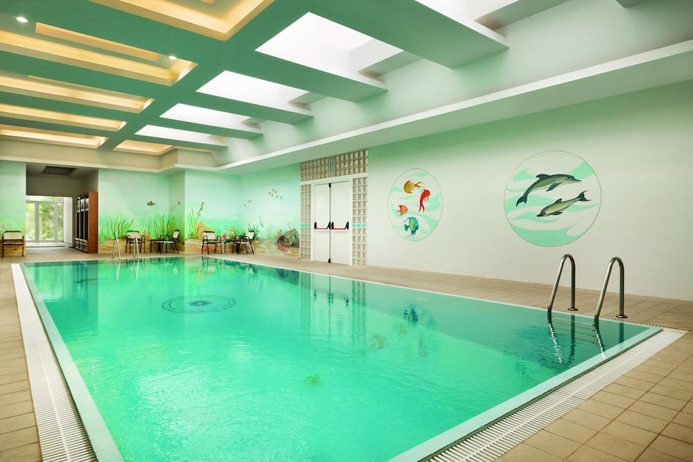 https://i.travelapi.com/hotels/1000000/110000/109800/109771/0ea07760_z.jpg