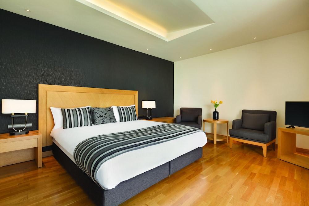 https://i.travelapi.com/hotels/1000000/110000/109800/109771/c0160817_z.jpg