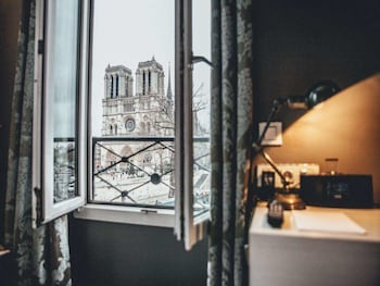 Double Room (Notre Dame)