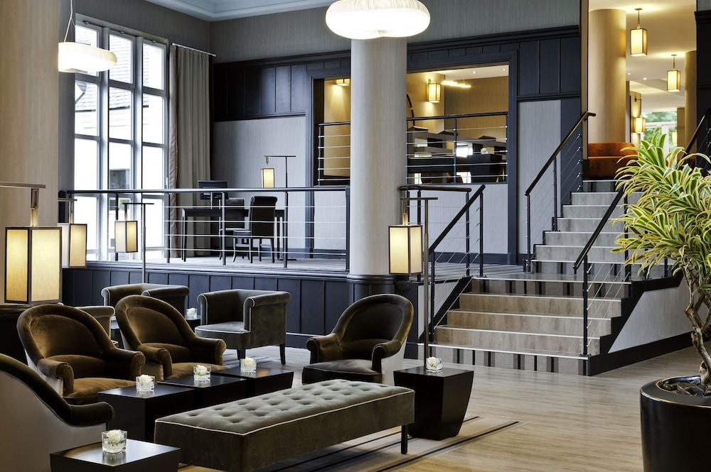 오텔 바리에르 로텔 듀라키(Hôtel Barrière l'Hôtel du Lac) Hotel Image 18 - Lobby Lounge