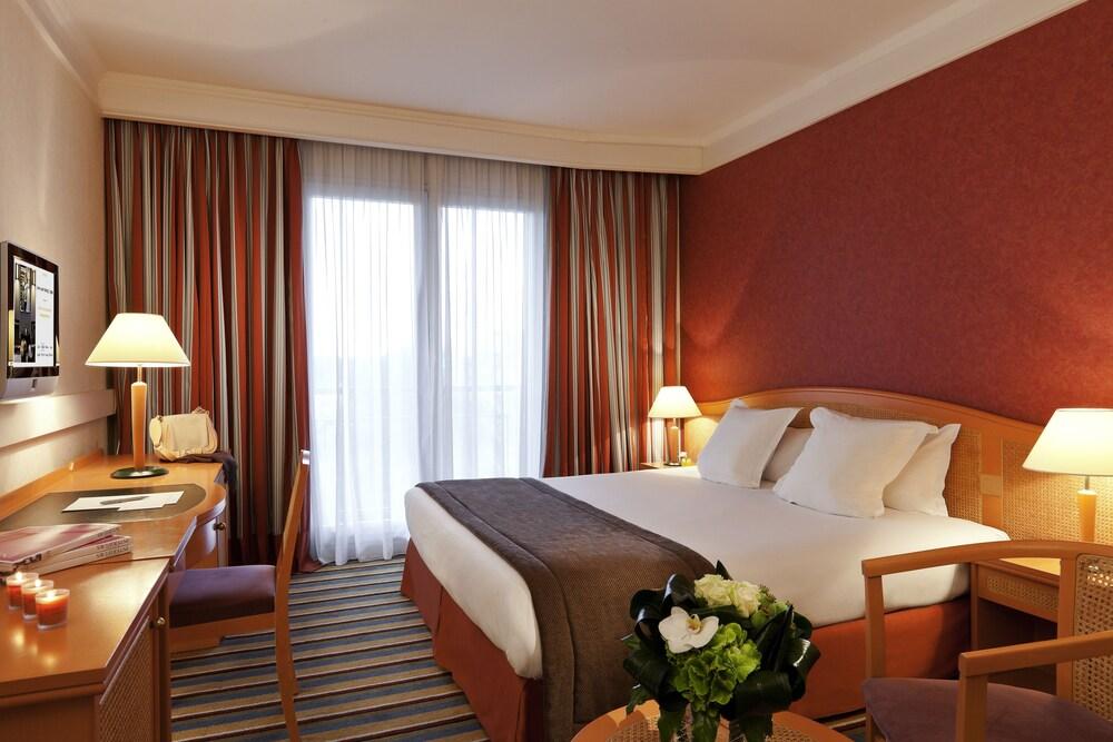 오텔 바리에르 로텔 듀라키(Hôtel Barrière l'Hôtel du Lac) Hotel Image 3 - Guestroom
