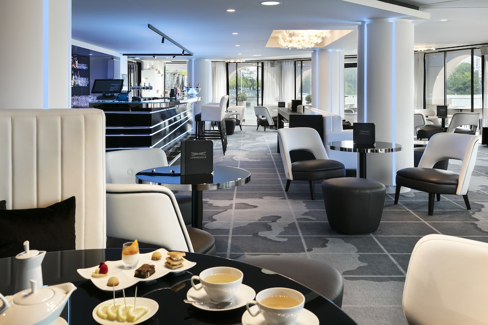 오텔 바리에르 로텔 듀라키(Hôtel Barrière l'Hôtel du Lac) Hotel Image 41 - Dining