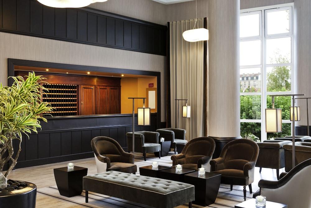 오텔 바리에르 로텔 듀라키(Hôtel Barrière l'Hôtel du Lac) Hotel Image 49 - Hotel Lounge