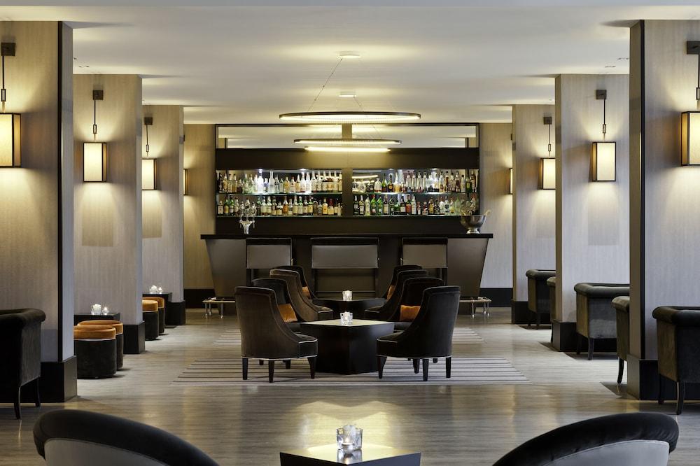 오텔 바리에르 로텔 듀라키(Hôtel Barrière l'Hôtel du Lac) Hotel Image 46 - Hotel Bar