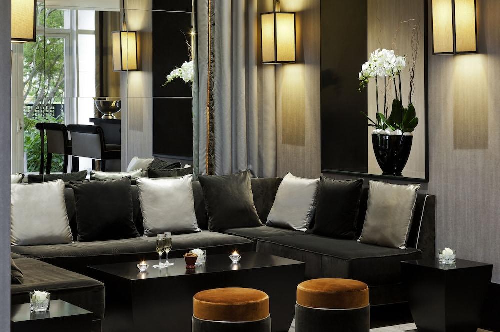 오텔 바리에르 로텔 듀라키(Hôtel Barrière l'Hôtel du Lac) Hotel Image 50 - Hotel Lounge