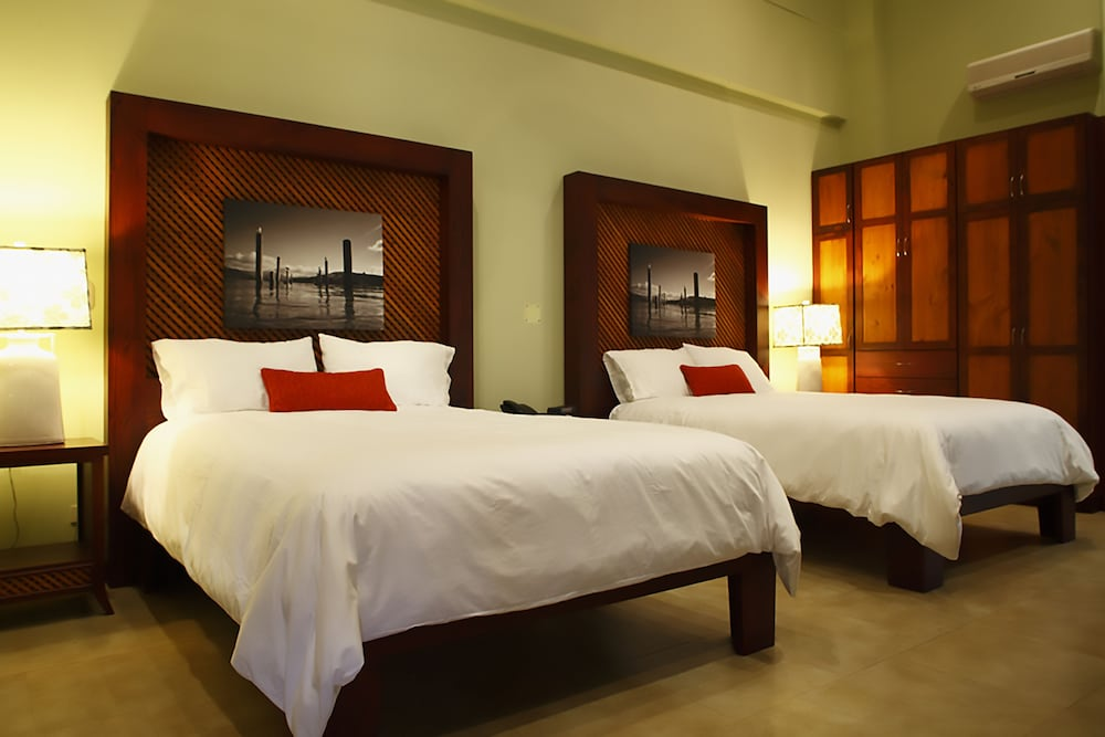 https://i.travelapi.com/hotels/1000000/120000/113500/113407/003c5a87_z.jpg