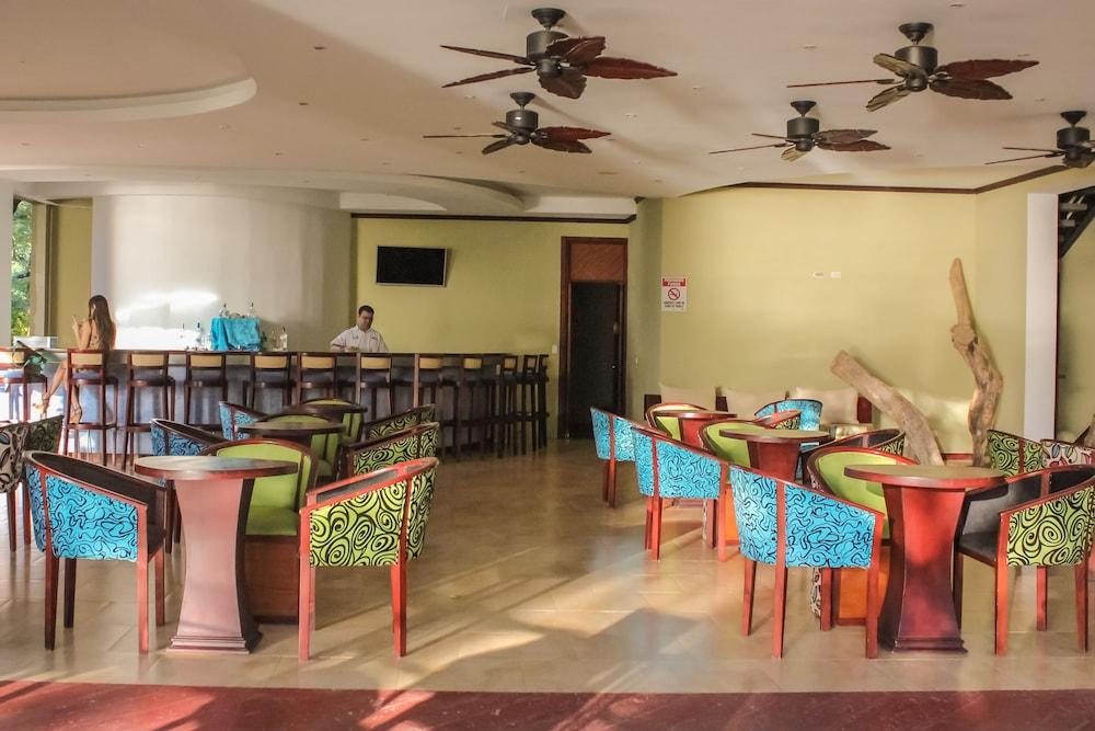 https://i.travelapi.com/hotels/1000000/120000/113500/113407/0294d391_z.jpg