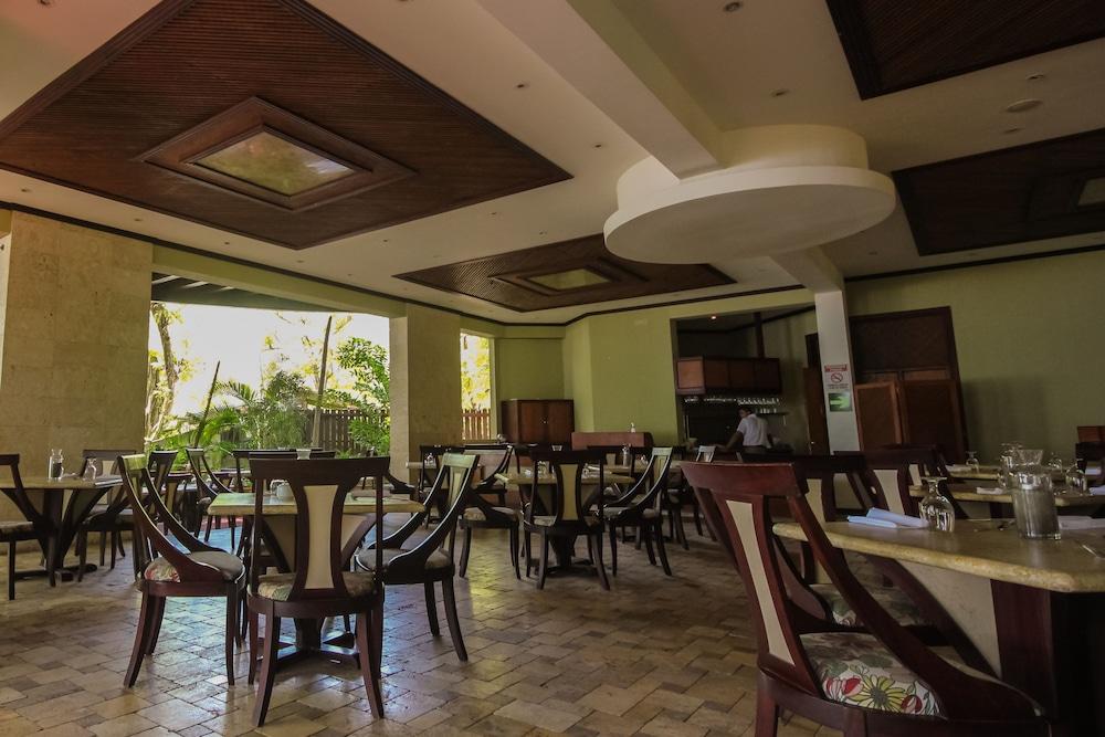 https://i.travelapi.com/hotels/1000000/120000/113500/113407/0c08d05b_z.jpg