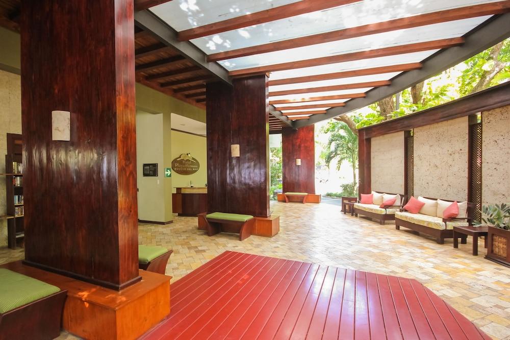 https://i.travelapi.com/hotels/1000000/120000/113500/113407/1573c227_z.jpg