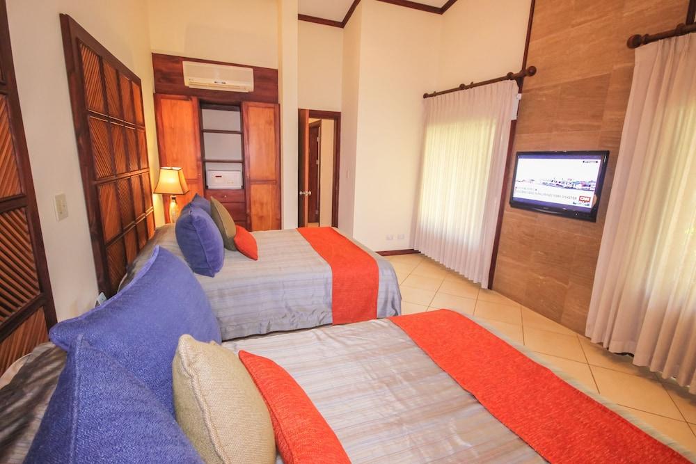 https://i.travelapi.com/hotels/1000000/120000/113500/113407/43682fcd_z.jpg