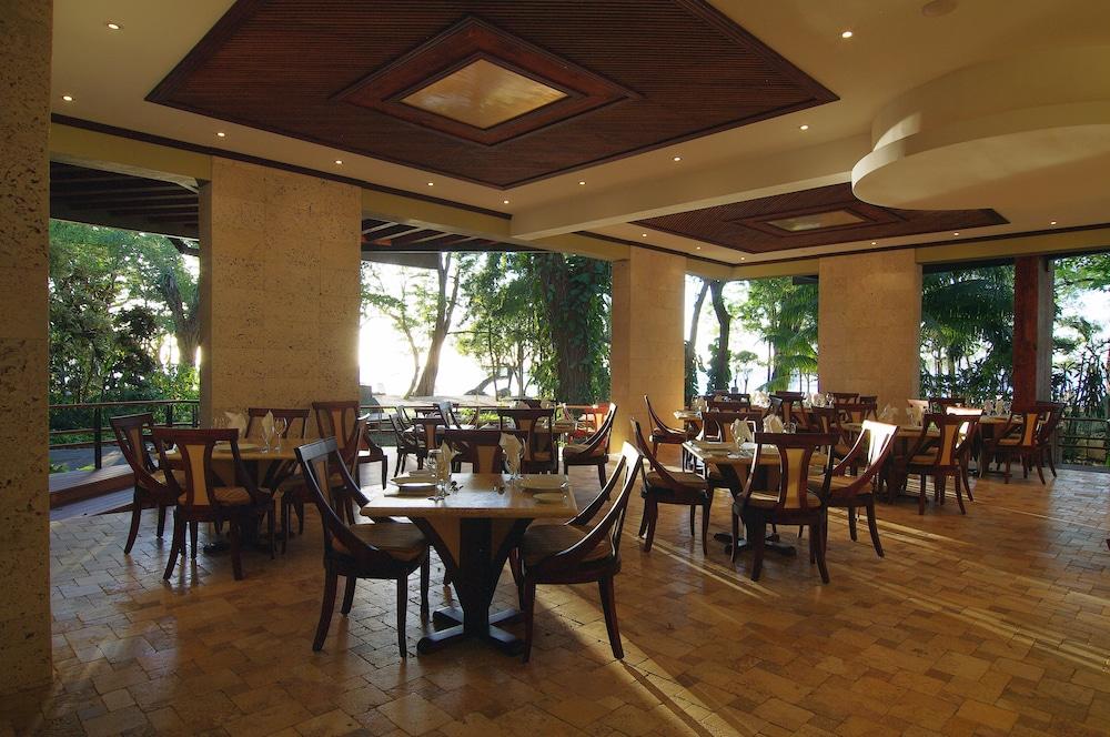 https://i.travelapi.com/hotels/1000000/120000/113500/113407/777fc38a_z.jpg