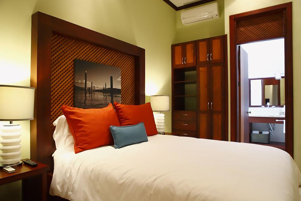 https://i.travelapi.com/hotels/1000000/120000/113500/113407/82856b84_z.jpg