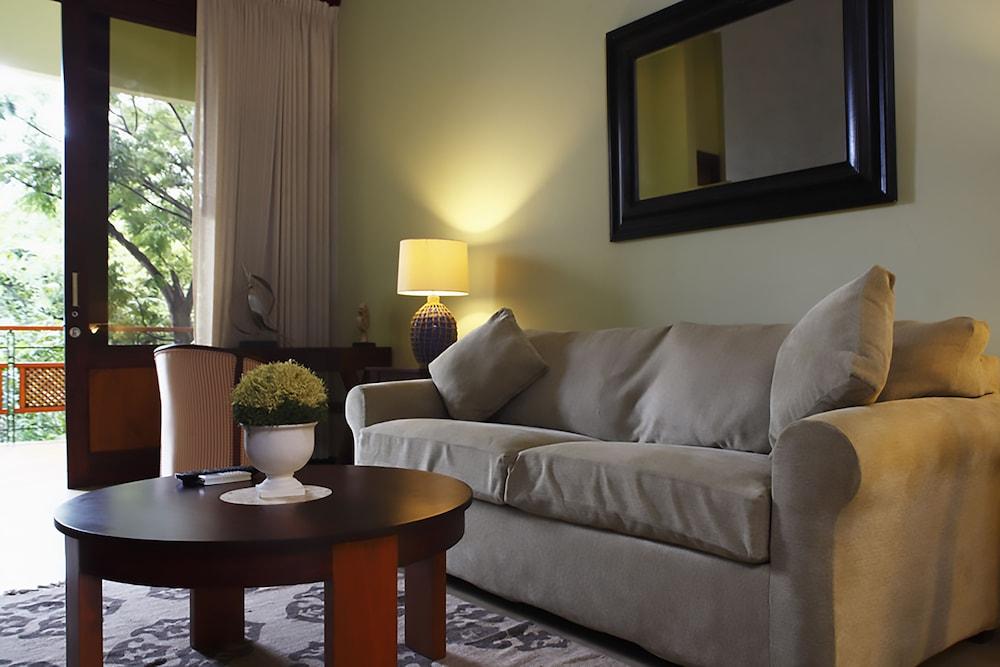 https://i.travelapi.com/hotels/1000000/120000/113500/113407/91ba274f_z.jpg