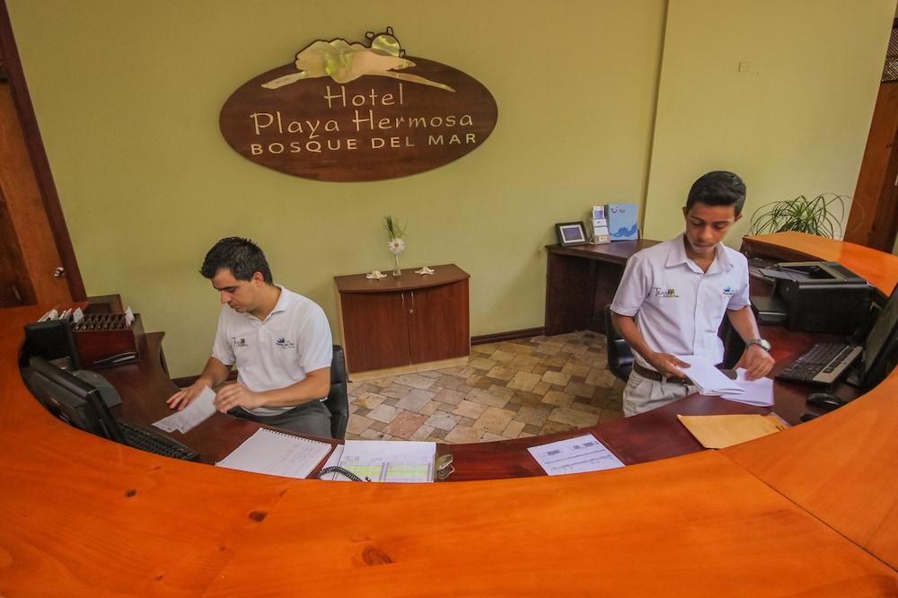 https://i.travelapi.com/hotels/1000000/120000/113500/113407/94a4e011_z.jpg
