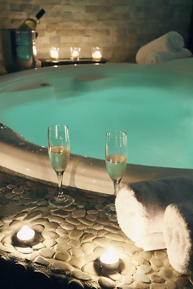 https://i.travelapi.com/hotels/1000000/120000/113500/113407/9b5e6874_z.jpg