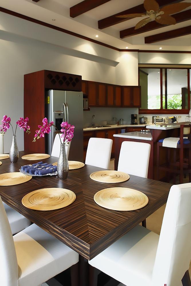 https://i.travelapi.com/hotels/1000000/120000/113500/113407/b19c7ba7_z.jpg