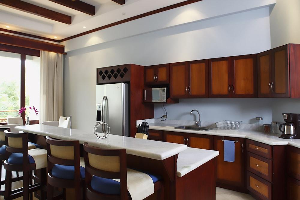 https://i.travelapi.com/hotels/1000000/120000/113500/113407/bb01925b_z.jpg