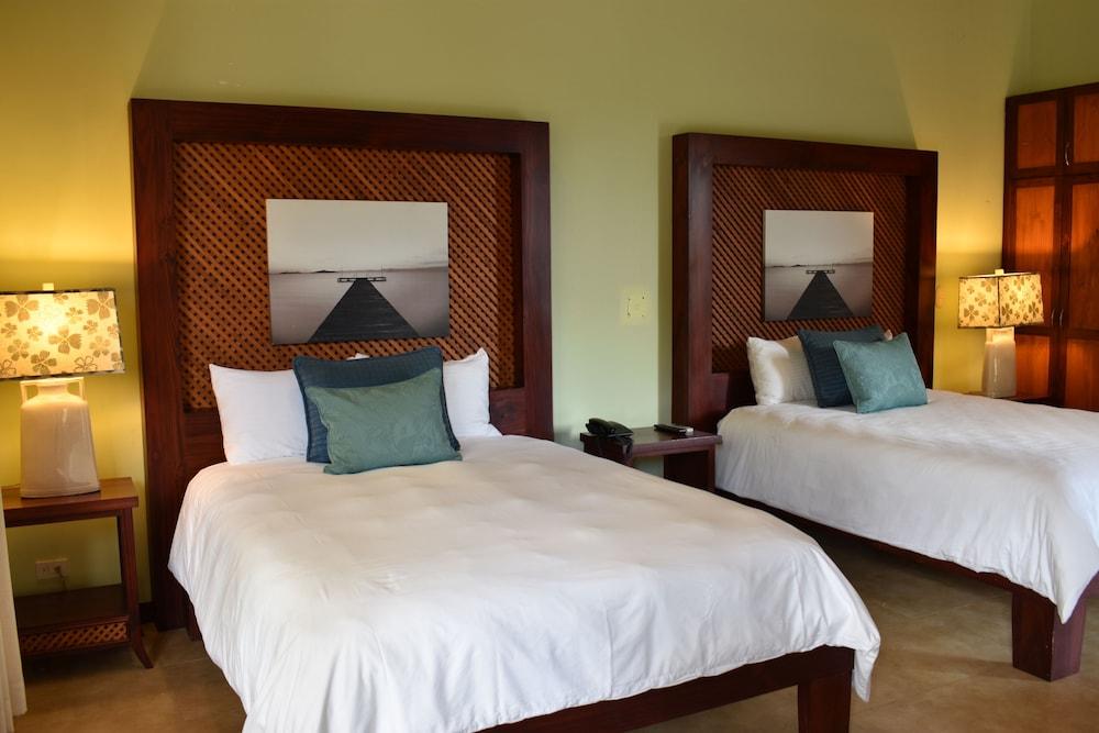https://i.travelapi.com/hotels/1000000/120000/113500/113407/ec19b66d_z.jpg