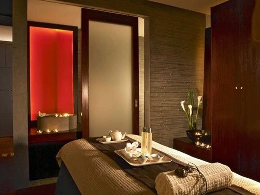https://i.travelapi.com/hotels/1000000/120000/114400/114388/1fa75ba5_z.jpg
