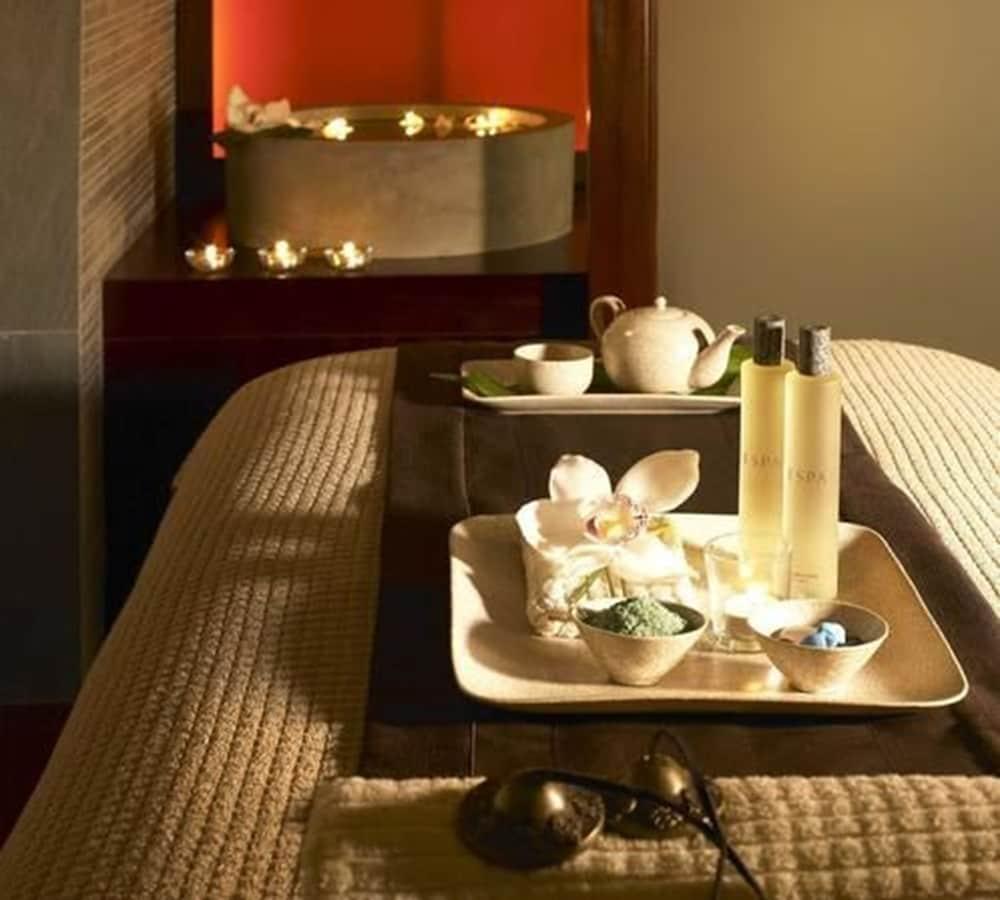 https://i.travelapi.com/hotels/1000000/120000/114400/114388/dab05fb5_z.jpg