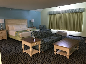 Room, Multiple Beds (2 king beds, 2 bathrooms, no view)