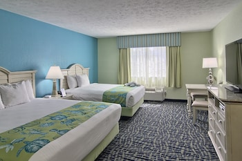 Standard Room, No View (1 King and 1 Queen Bed)