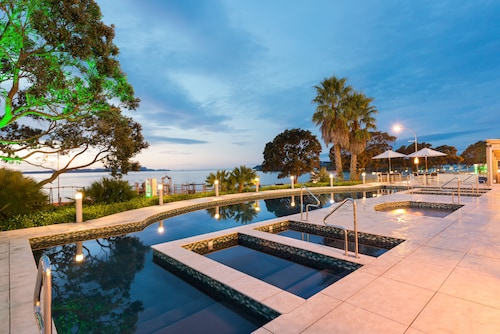 . Paihia Beach Resort & Spa Hotel