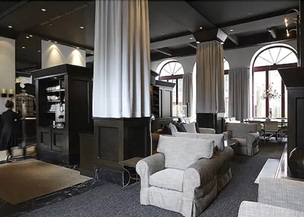 https://i.travelapi.com/hotels/1000000/120000/116400/116387/1a5c9b25_z.jpg