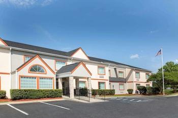 Microtel Inn & Suites by Wyndham Columbia/Fort Jackson N