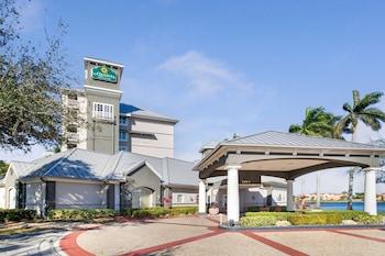 勞德代爾堡機場溫德姆拉昆塔套房飯店 La Quinta Inn & Suites by Wyndham Ft. Lauderdale Airport