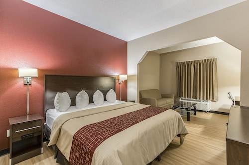 . Red Roof Inn & Suites Hinesville - Fort Stewart